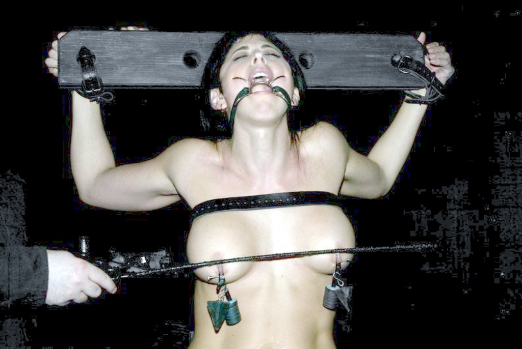 【SM画像】責めてもよし、放置でもよしwww磔にされたM女画像 20