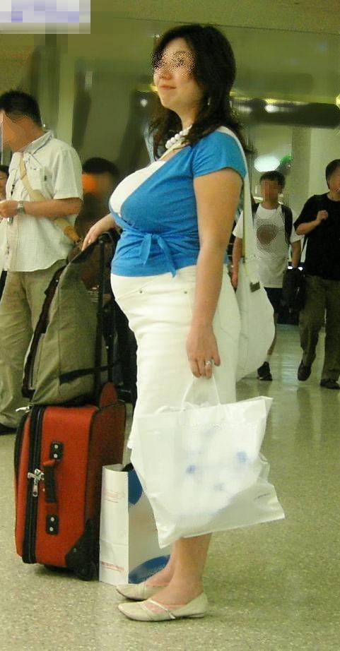 【街撮り人妻】子連れのママさん達の巨乳・乳袋率が高すぎてヤバイwww 06