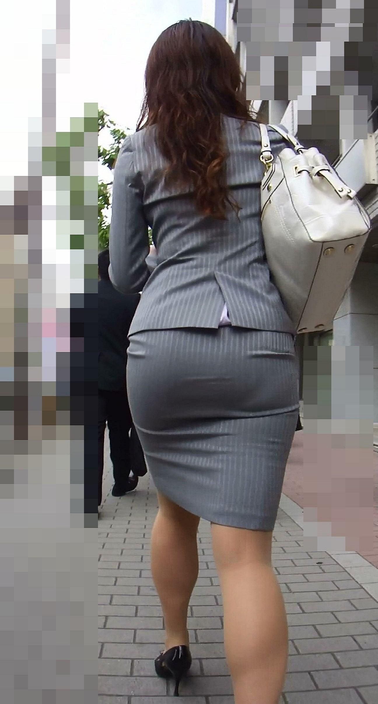 【街撮り画像】OL風お姉さんのムチムチタイトスカートとパンティーラインを追跡! 11