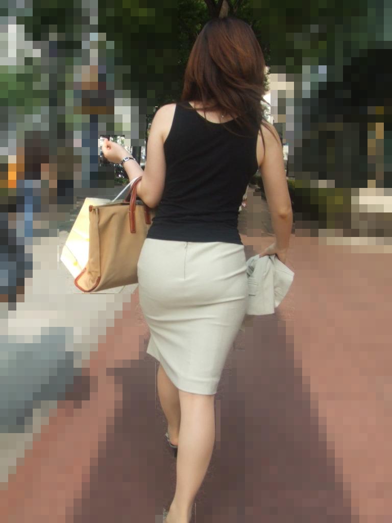 【街撮り画像】OL風お姉さんのムチムチタイトスカートとパンティーラインを追跡! 13