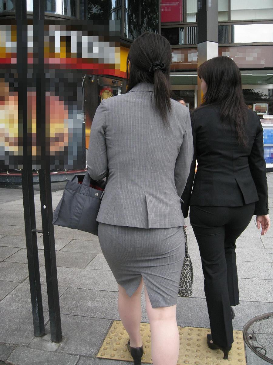 【街撮り画像】OL風お姉さんのムチムチタイトスカートとパンティーラインを追跡! 16