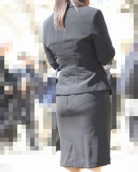 【街撮り画像】OL風お姉さんのムチムチタイトスカートとパンティーラインを追跡! 17
