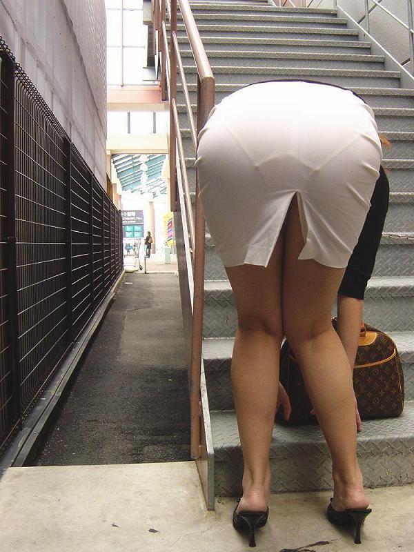 【街撮り画像】OL風お姉さんのムチムチタイトスカートとパンティーラインを追跡! 18