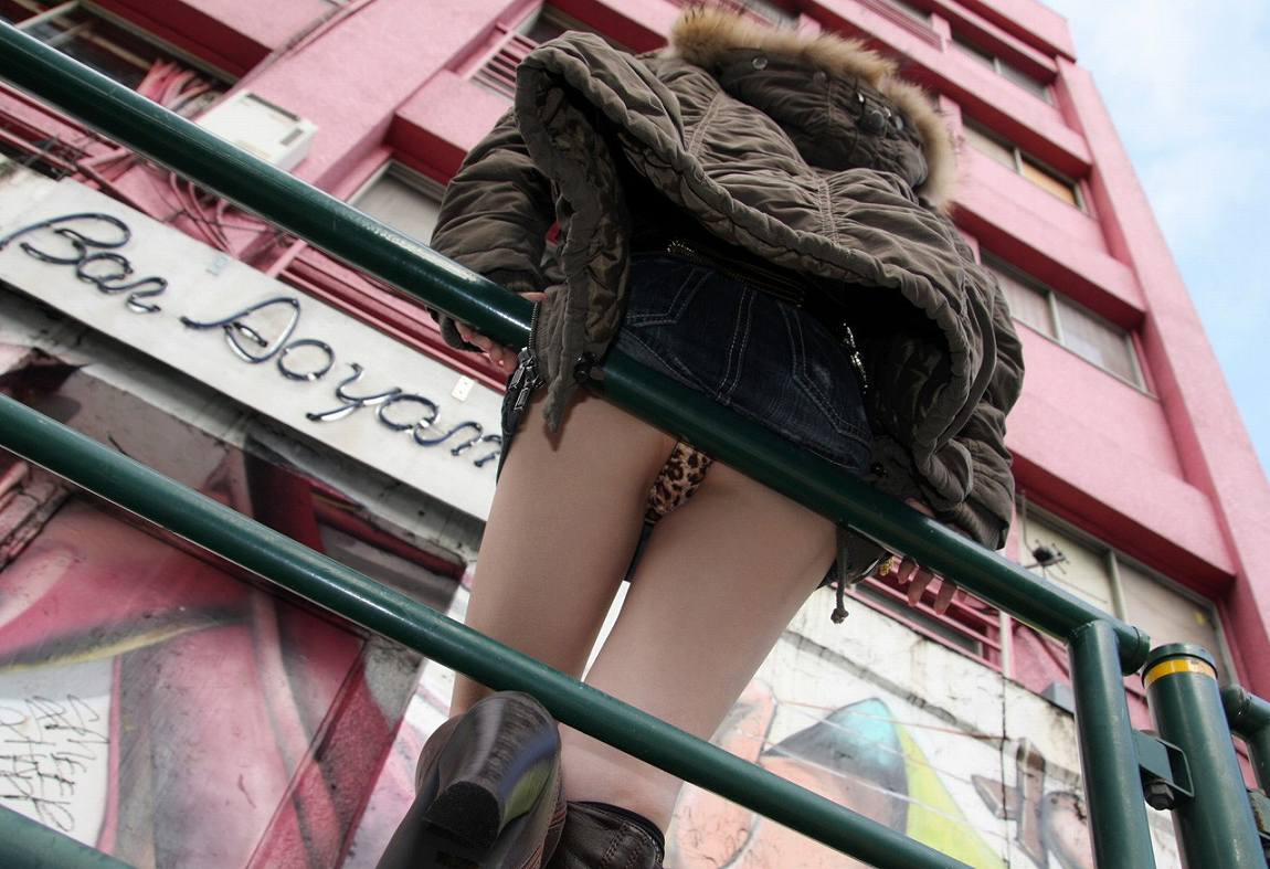 【パンチラ画像】平常時では滅多にお目にかかれないレベルのレアなパンチラ画像www 03