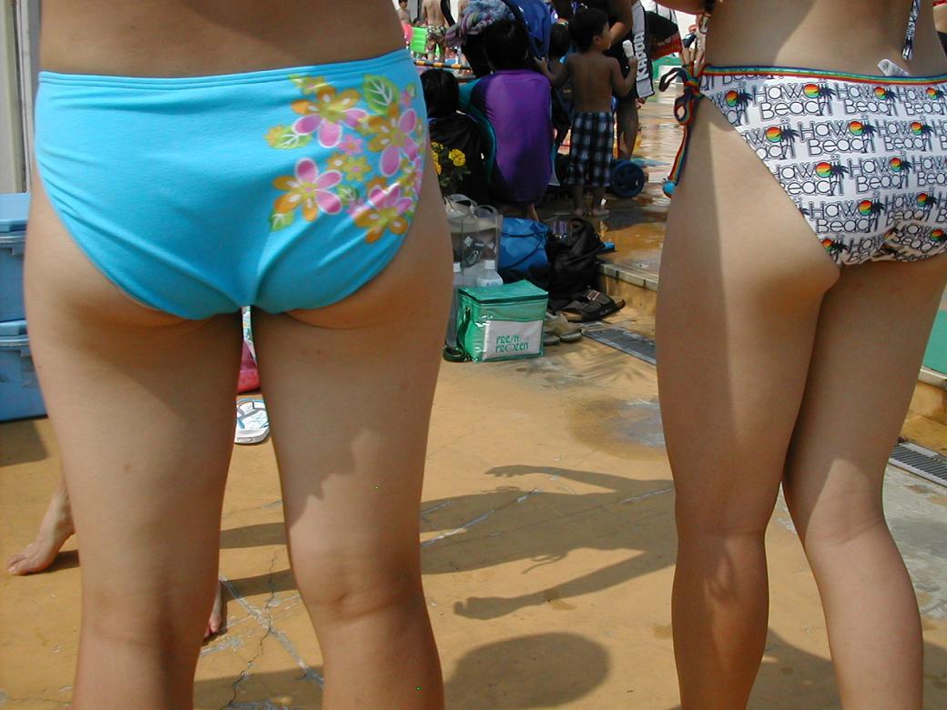 【素人水着画像】ムチムチのビキニ尻を後ろから視姦する画像 03