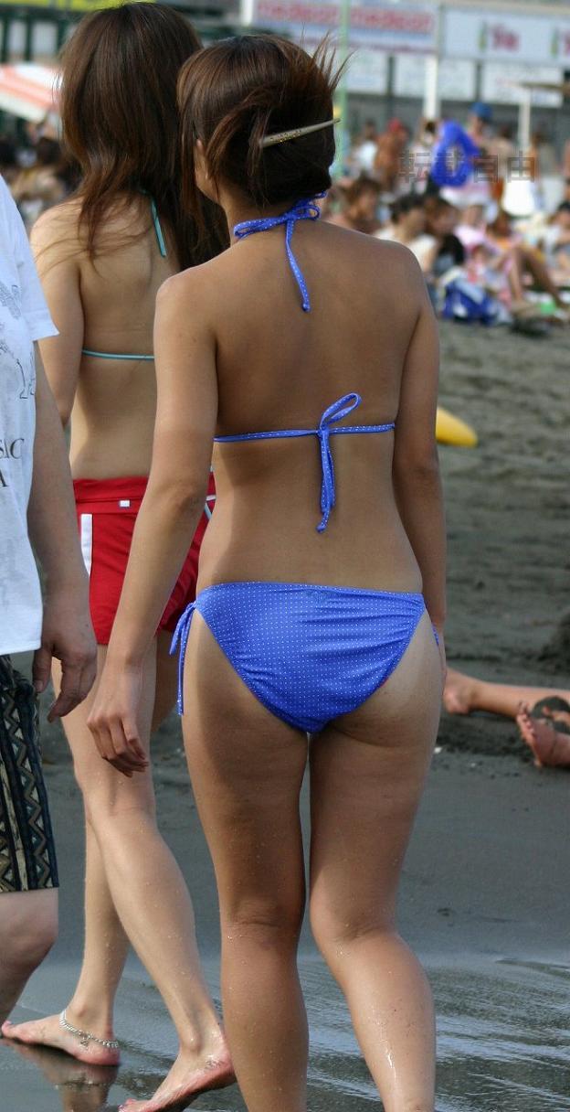 【素人水着画像】ムチムチのビキニ尻を後ろから視姦する画像 05