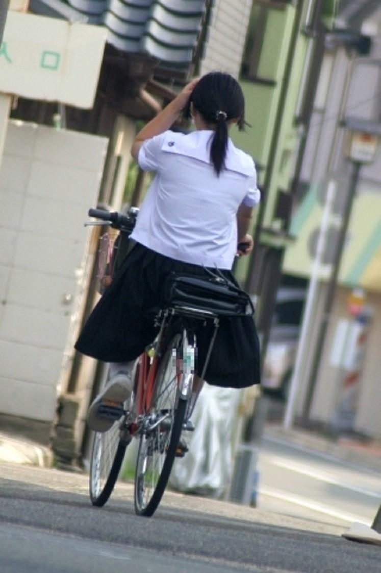 【JK隠し撮り画像】夏服越しにうっすら見える透けブラで萌える画像 02
