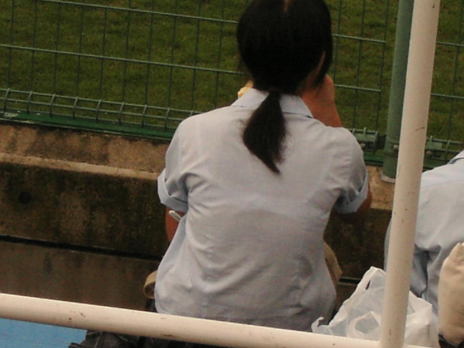 【JK隠し撮り画像】夏服越しにうっすら見える透けブラで萌える画像 03