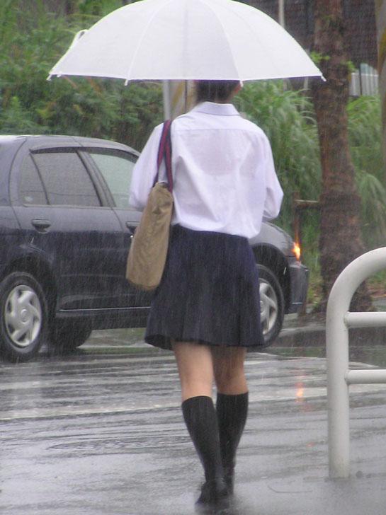 【JK隠し撮り画像】夏服越しにうっすら見える透けブラで萌える画像 12
