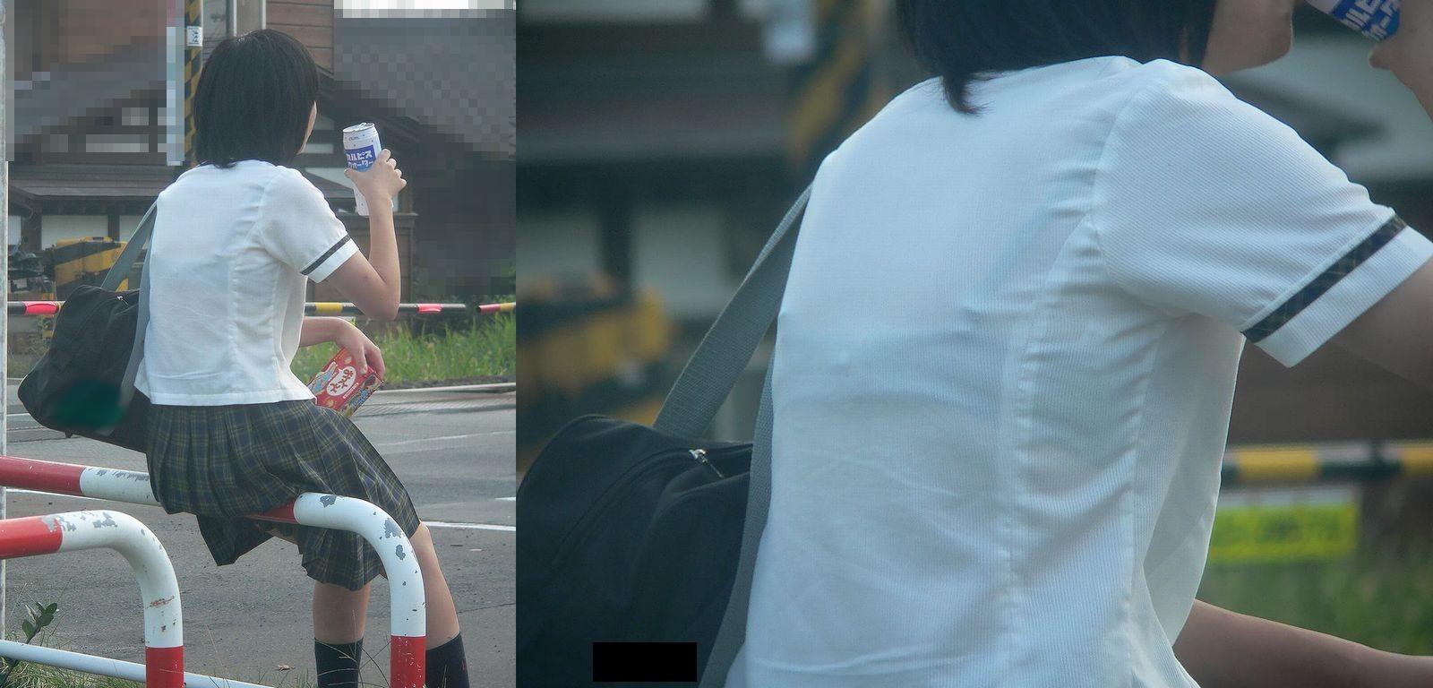 【JK隠し撮り画像】夏服越しにうっすら見える透けブラで萌える画像 18