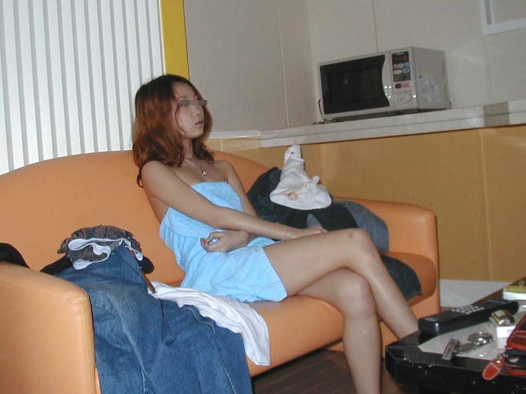 【エロ画像】「もう一回頑張る!」と思わずにいられないwww行為後のバスタオル一枚姿 18