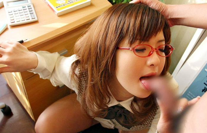 【フェラチオ画像】働くお姉さんが働かないでお口で労働してる画像www