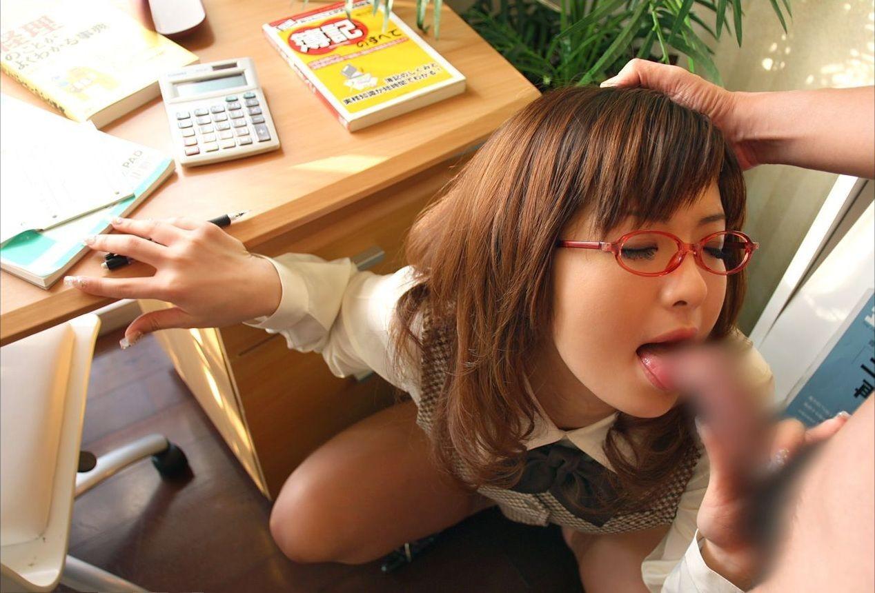 【フェラチオ画像】働くお姉さんが働かないでお口で労働してる画像www 15
