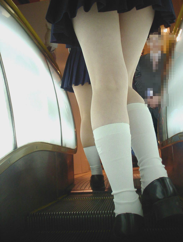 膝裏の筋と窪みの凹凸に萌えるxvideo>1本 ->画像>89枚