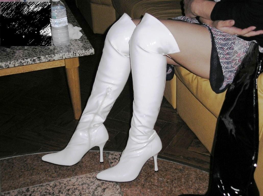 【ブーツフェチ画像】ロングブーツが作った絶対領域もニーソに負けないムチムチ美www 07