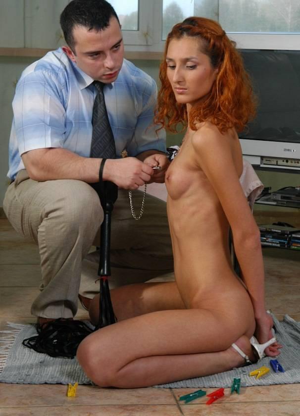 【マニア画像】これも一種の調教w裸のM女が正座で調教・放置される画像 15
