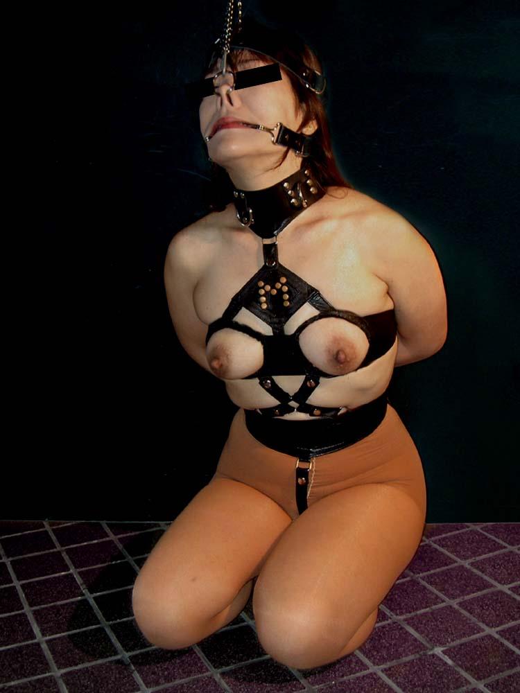 【マニア画像】これも一種の調教w裸のM女が正座で調教・放置される画像 20