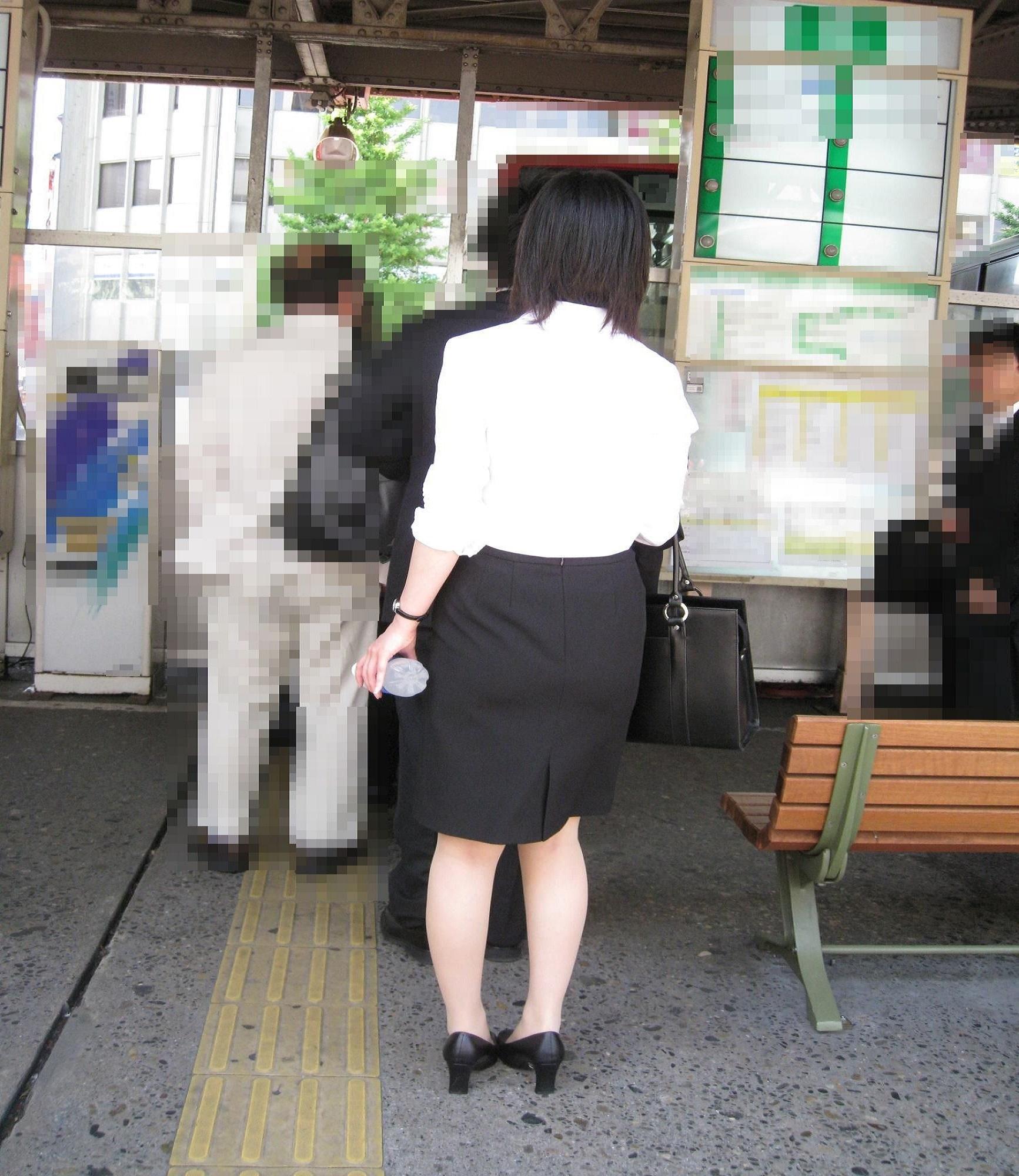 【街撮りスーツ画像】外回り女子のタイトに包まれたムッチリエロ尻追いかけてwww 02