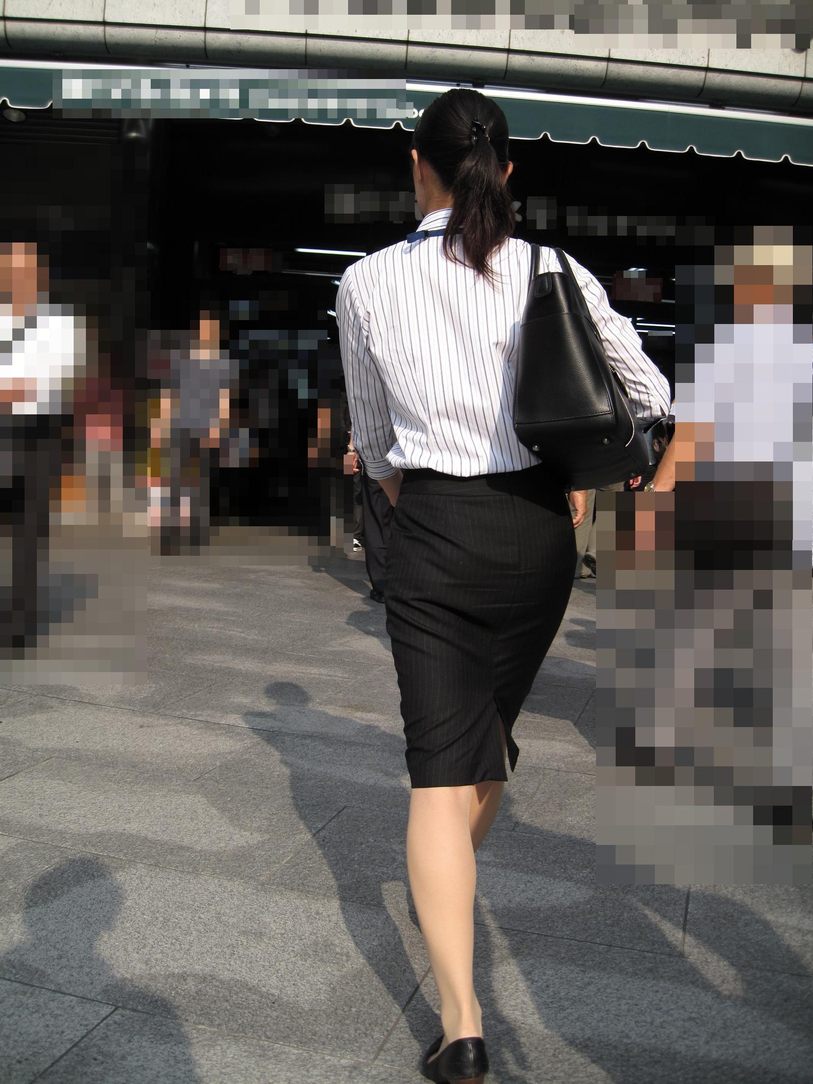【街撮りスーツ画像】外回り女子のタイトに包まれたムッチリエロ尻追いかけてwww 05