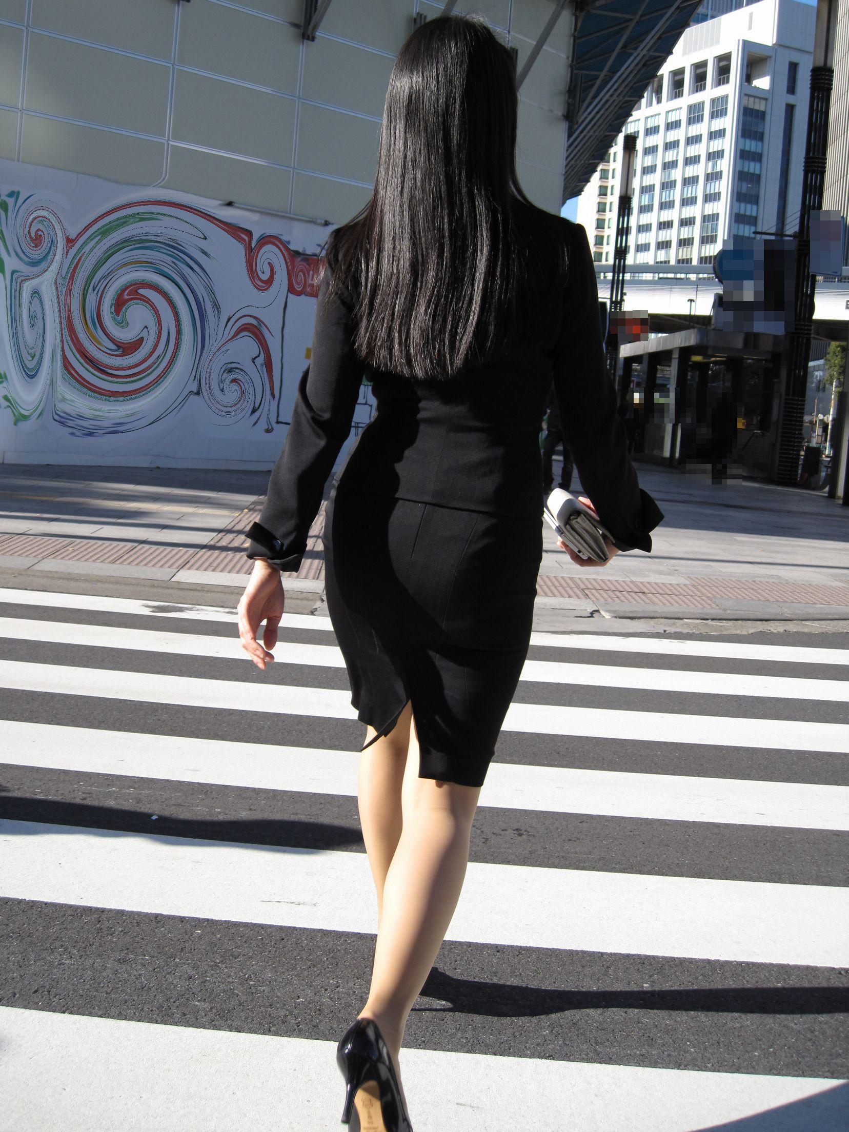 【街撮りスーツ画像】外回り女子のタイトに包まれたムッチリエロ尻追いかけてwww 07