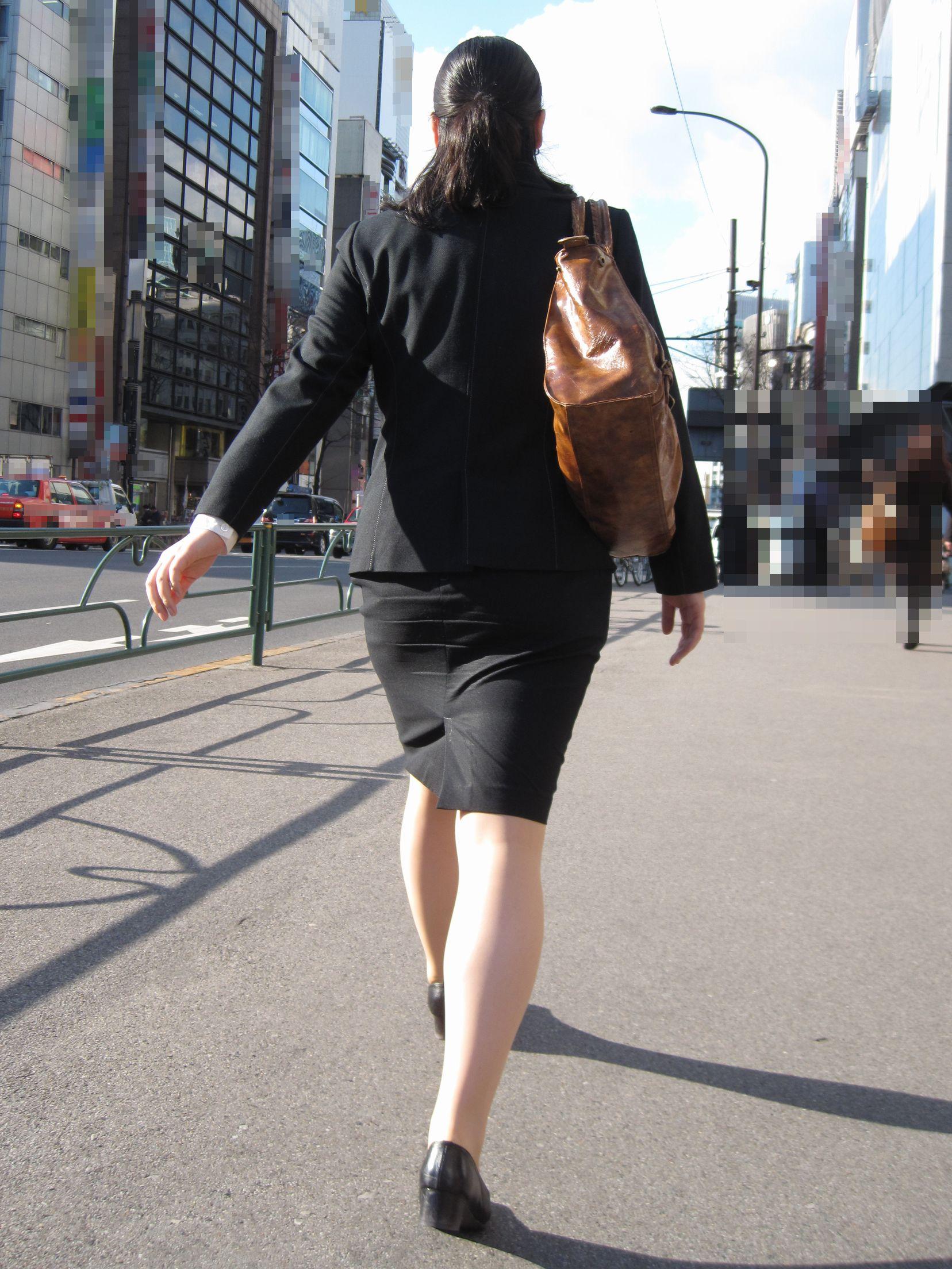 【街撮りスーツ画像】外回り女子のタイトに包まれたムッチリエロ尻追いかけてwww 08