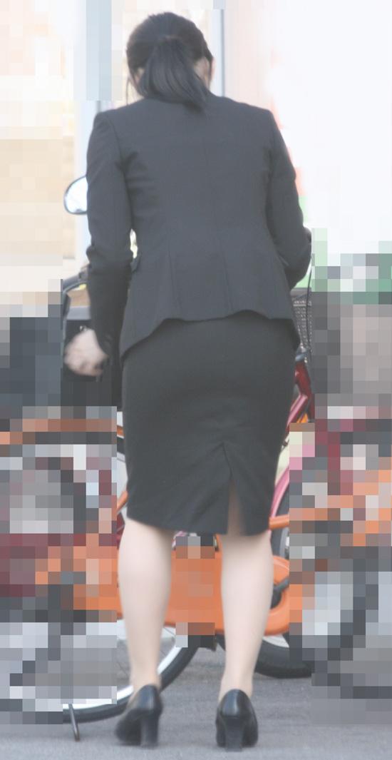 【街撮りスーツ画像】外回り女子のタイトに包まれたムッチリエロ尻追いかけてwww 09
