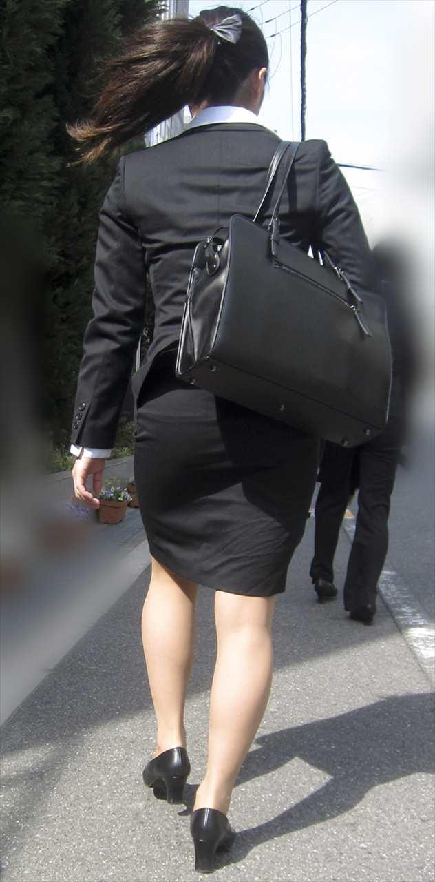 【街撮りスーツ画像】外回り女子のタイトに包まれたムッチリエロ尻追いかけてwww 10