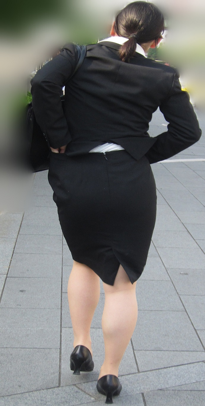 【街撮りスーツ画像】外回り女子のタイトに包まれたムッチリエロ尻追いかけてwww 11