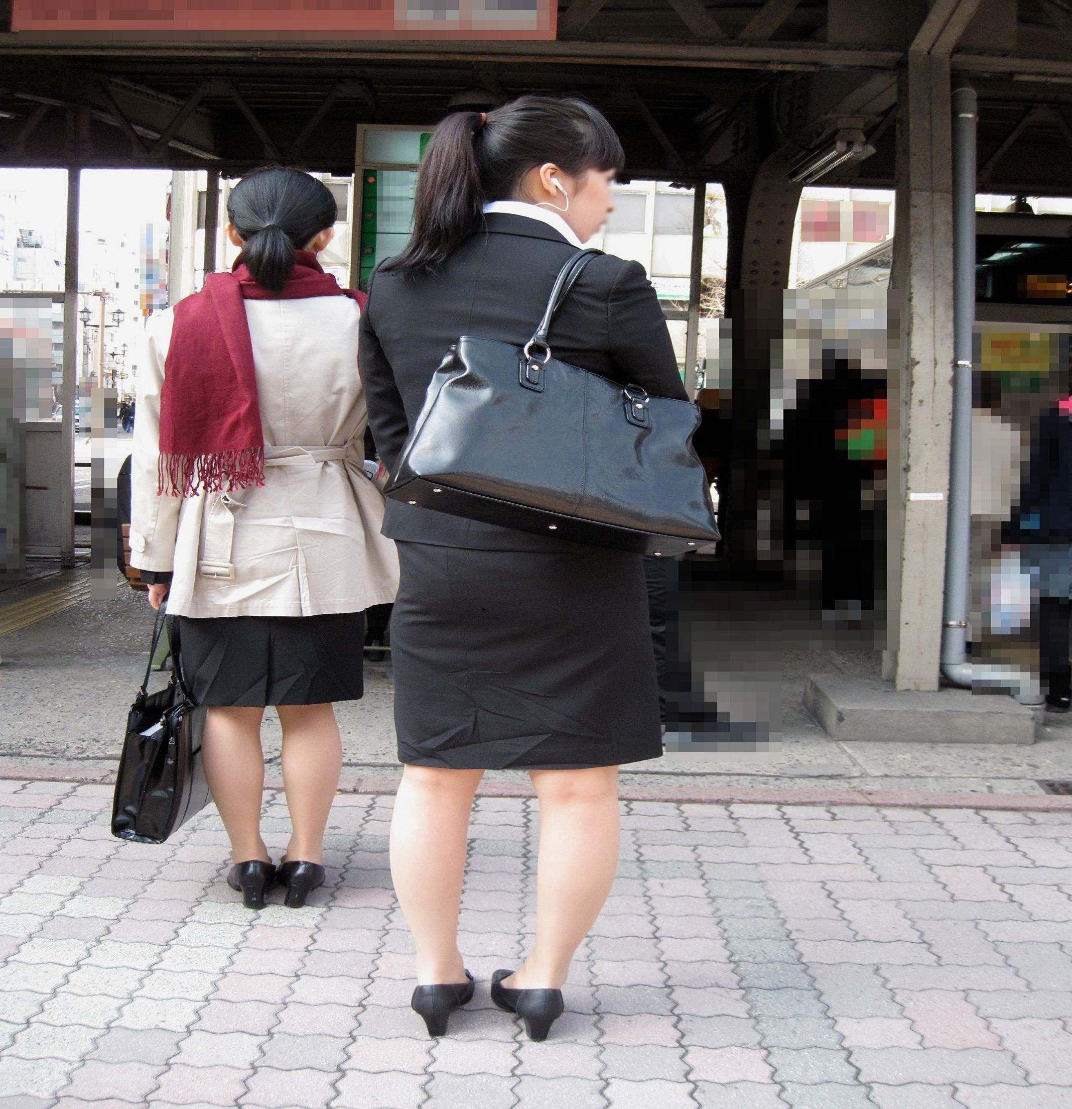【街撮りスーツ画像】外回り女子のタイトに包まれたムッチリエロ尻追いかけてwww 15