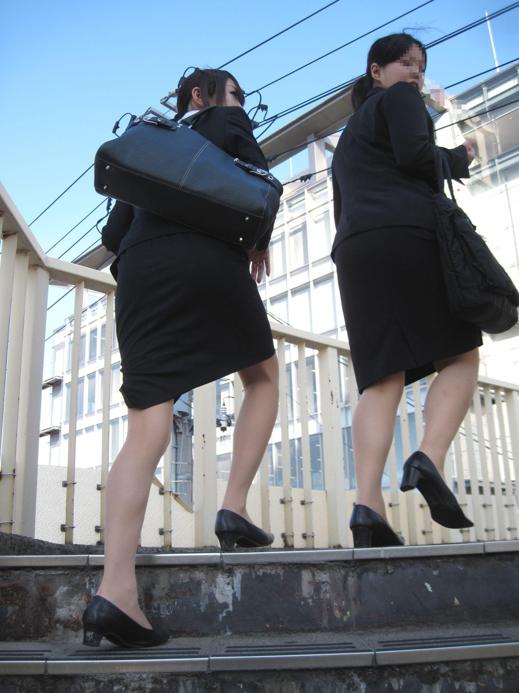 【街撮りスーツ画像】外回り女子のタイトに包まれたムッチリエロ尻追いかけてwww 17