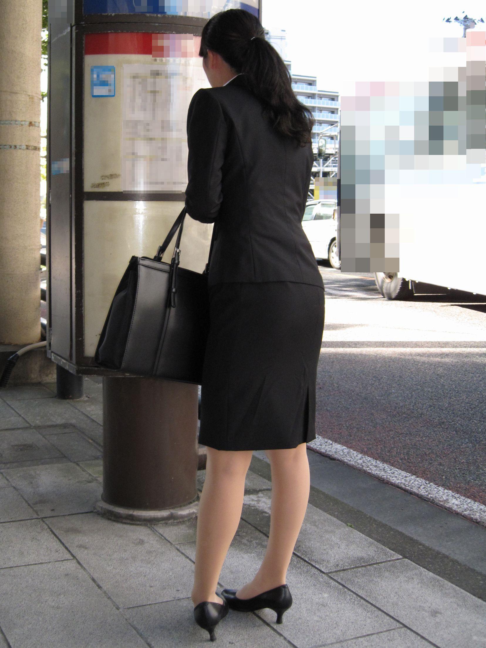 【街撮りスーツ画像】外回り女子のタイトに包まれたムッチリエロ尻追いかけてwww 19