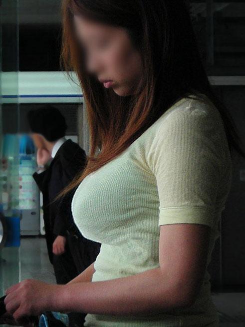 【街撮り巨乳】日本の巨乳率が高いか低いかはこの画像を見りゃわかるwww 18