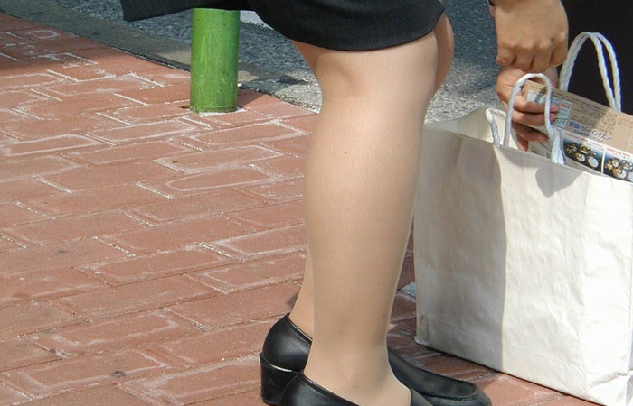 【パンストフェチ画像】パンスト美脚のムッチリふくらはぎがくっそエロいwww