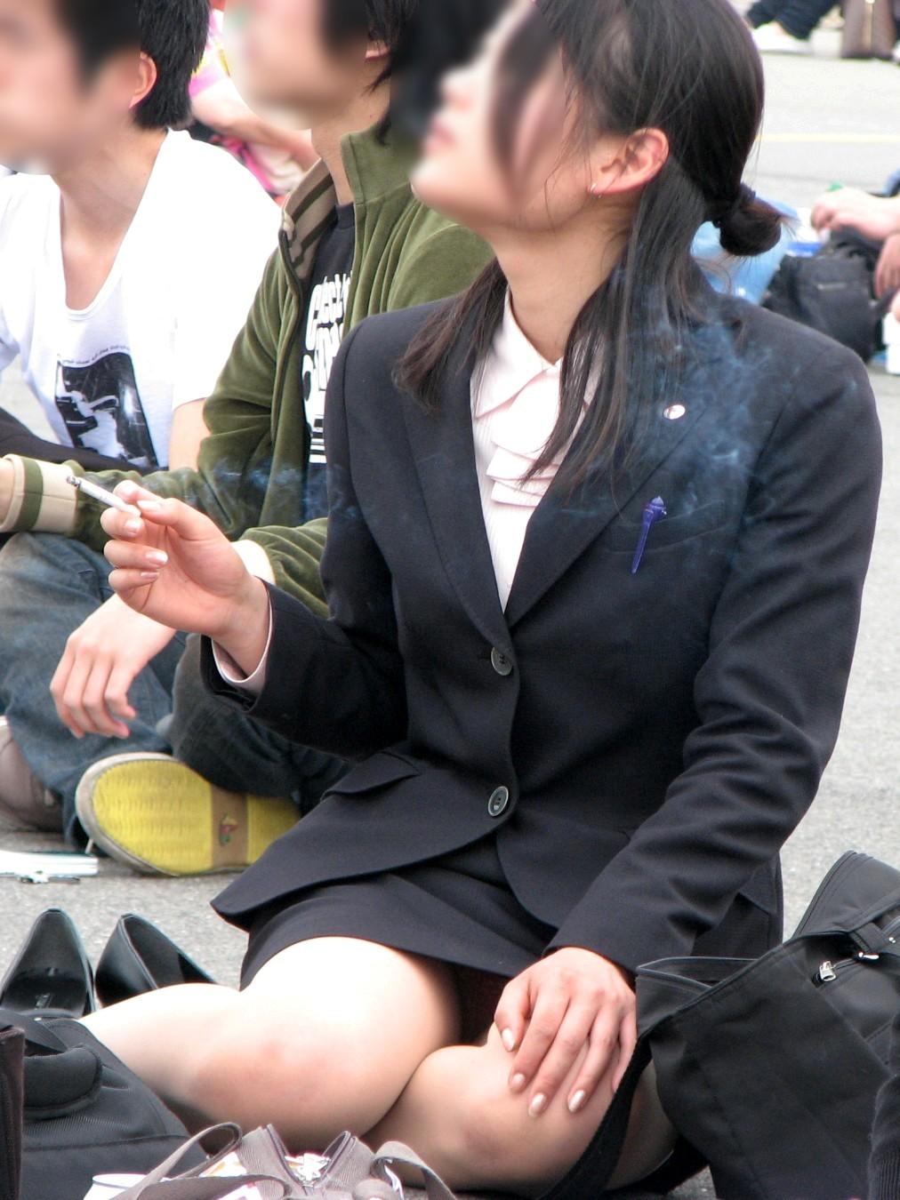【パンチラ盗撮】業務中、社内行事に外回り…働く女性のムレた股間を必死に覗いたパンチラ画像 01