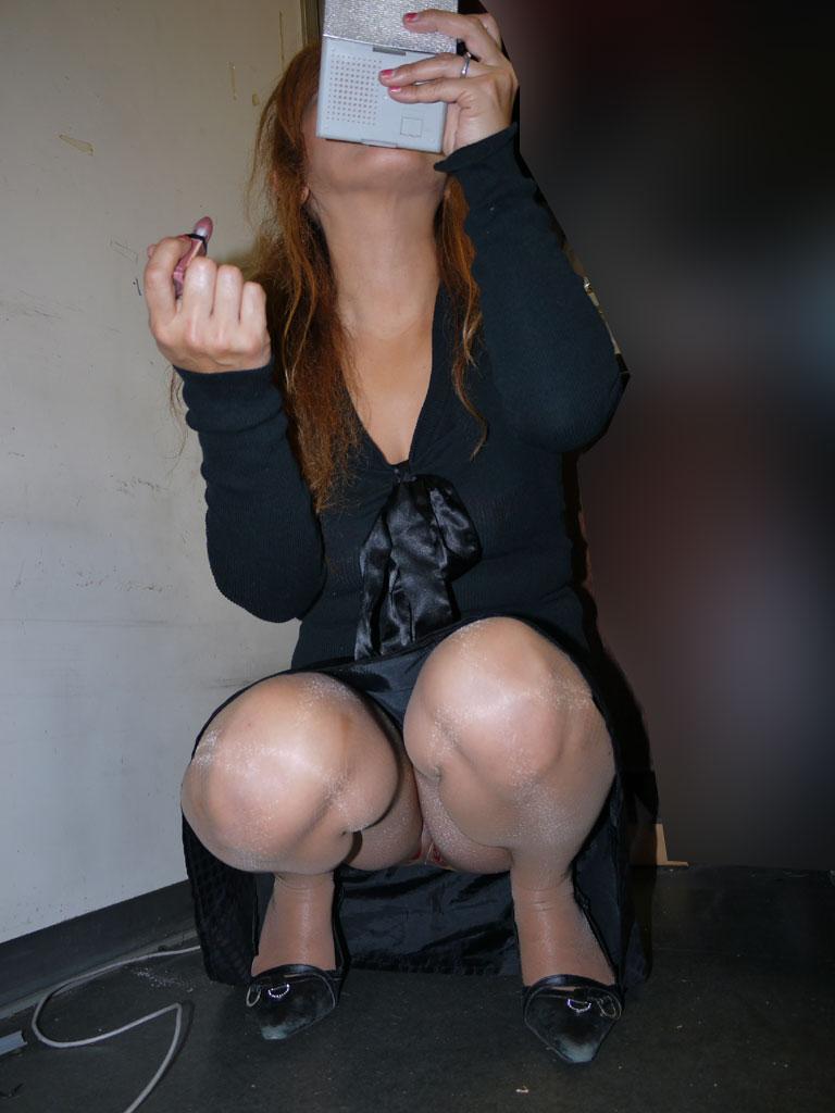 【パンチラ盗撮】業務中、社内行事に外回り…働く女性のムレた股間を必死に覗いたパンチラ画像 08