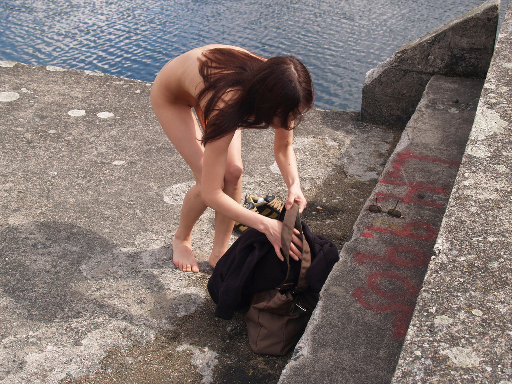 【ヌードビーチ画像】日本人がはっちゃけてビーチでポロリどころか丸出しのようですwww 08