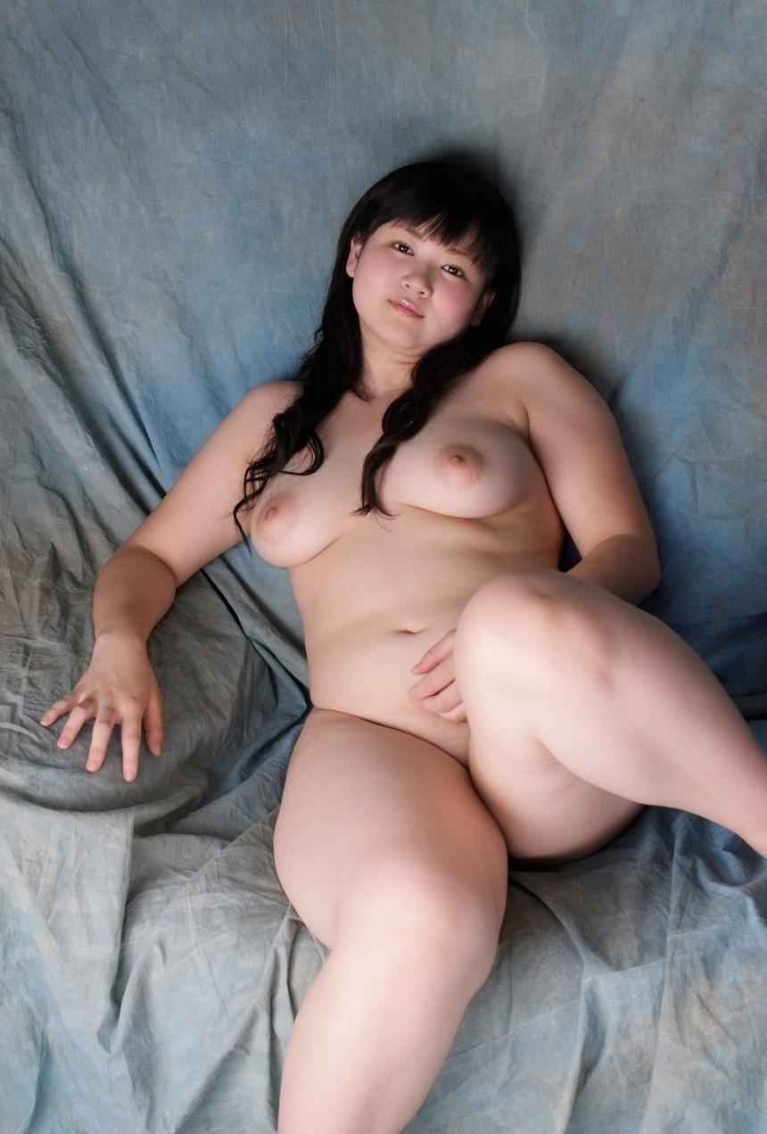 【豊満フェチ画像】デブ専でなくても油断したらおっきしそうwwwムッチリ女子のエロ画像 10