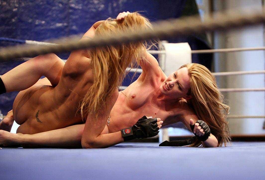 【キャットファイト画像】女同士で攻撃的に絡み合ってるキャットファイト画像 06
