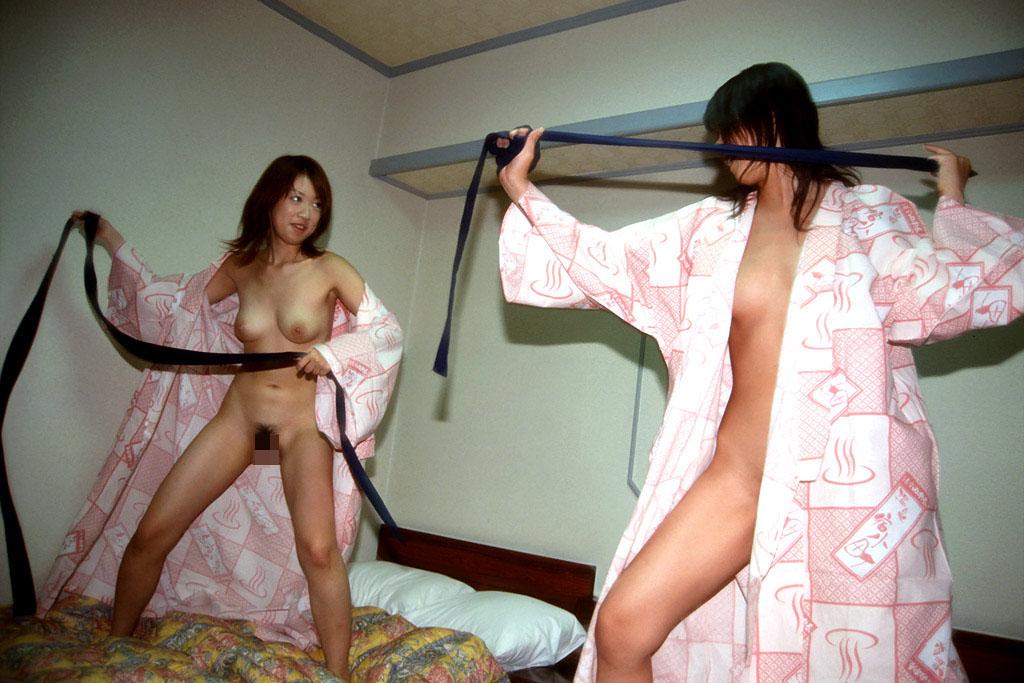 【キャットファイト画像】女同士で攻撃的に絡み合ってるキャットファイト画像 17