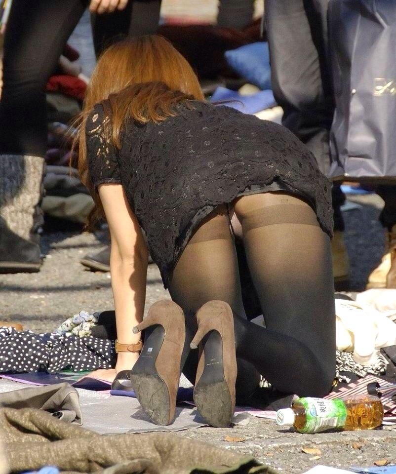 【日常エロ画像】行楽シーズンはあちらこちらで胸チラ・パンチラ発生する模様www 10