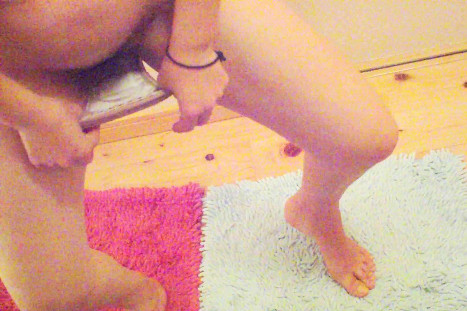 【風呂・脱衣所覗き】旦那も混ざって盗撮wwwママさんの風呂・脱衣所での裸体に心躍る画像 06