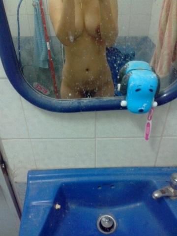【風呂・脱衣所覗き】旦那も混ざって盗撮wwwママさんの風呂・脱衣所での裸体に心躍る画像 12