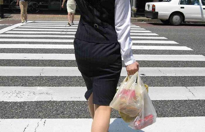 【OL画像】タイトスカート履いたOLさんのピッチリなお尻に心惹かれる画像