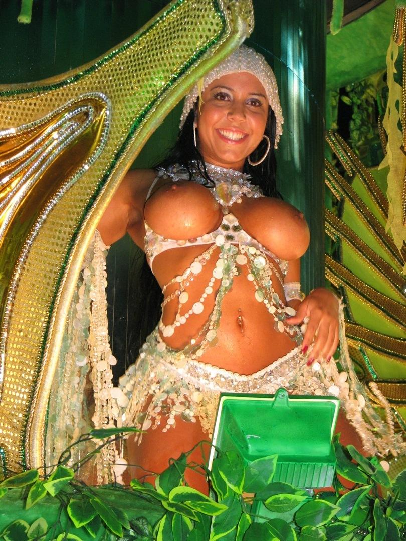 【外人エロ画像】公認猥褻ですw乳首露出しまくりの情熱サンバカーニバル 19
