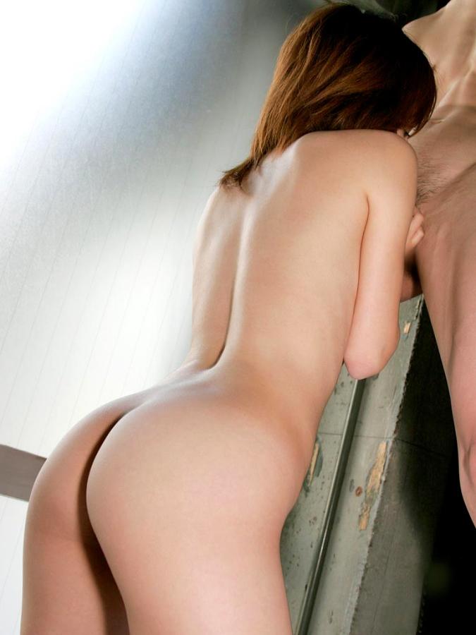 【ご奉仕画像】こうして跪かれてみたい…男にご奉仕中の女の子の画像 02