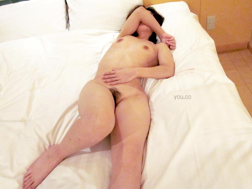 【素人エロ画像】必死に顔隠してんのにwww裸は妥協した素人女子の恥ずかしい姿 10