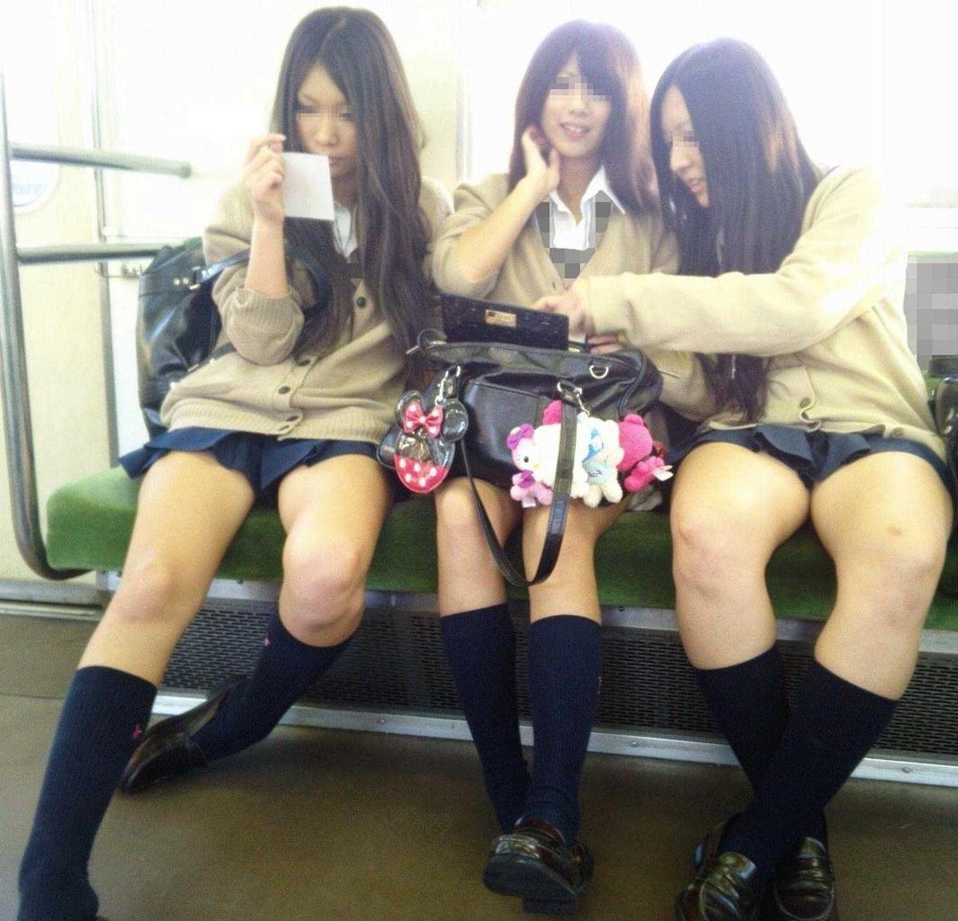 【電車内JK画像】むっ、JKが座席でムッチリ太もも晒してる…とりあえず視姦www 02
