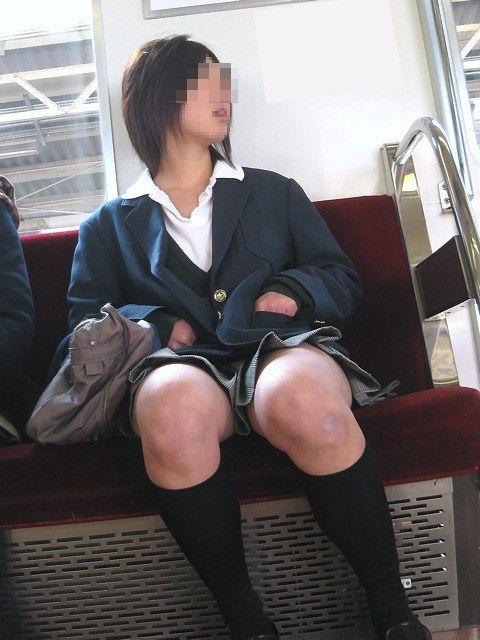【電車内JK画像】むっ、JKが座席でムッチリ太もも晒してる…とりあえず視姦www 09