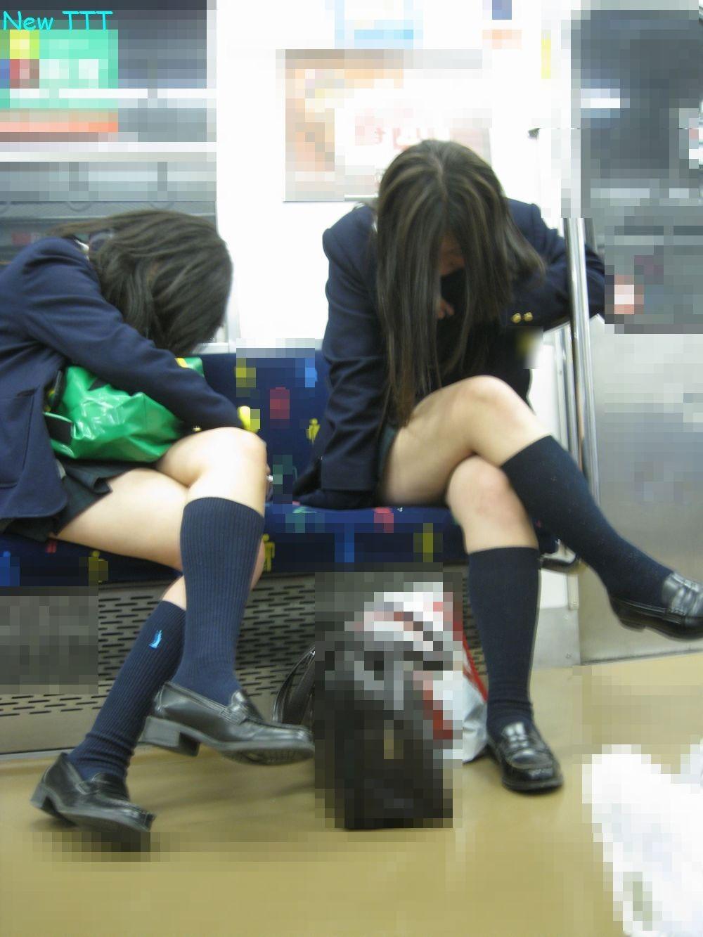 【電車内JK画像】むっ、JKが座席でムッチリ太もも晒してる…とりあえず視姦www 17