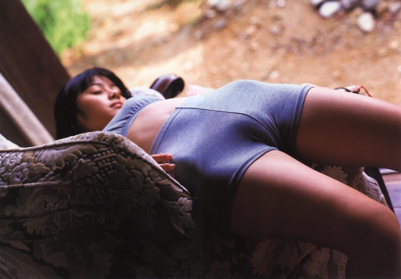 【股間フェチ画像】盛り上がってまいりましたwww卑猥すぎる女の子の土手画像 02